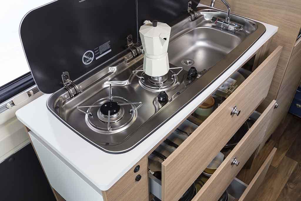 Kyros-2-EXP-cocina-cajones-abiertos