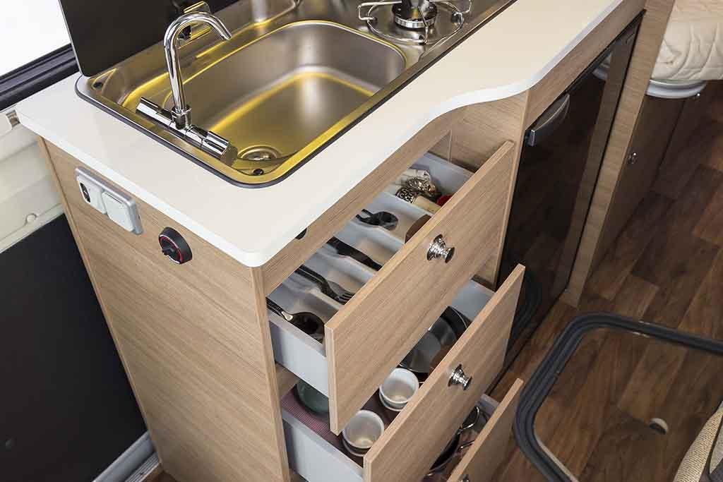 Kyros-6-EXP-cocina-cajones-abiertos