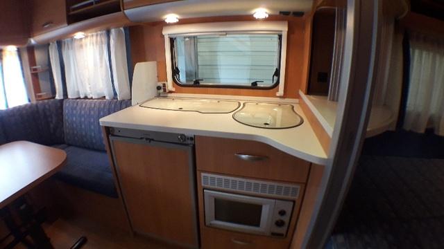 KNAUS 450FU SPORT interior cocina